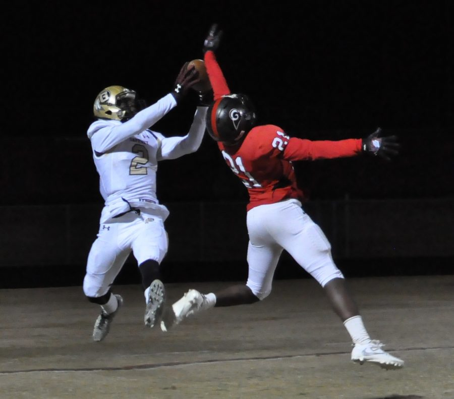 Dennis Smith on one of his three touchdown receptions